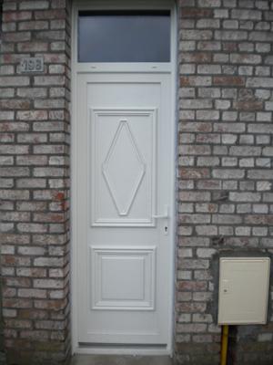 porte pleine avec ouverture vitrée haute