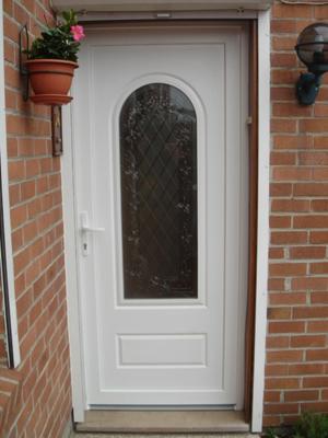 entrée blanche avec vitre originale et traditionnelle