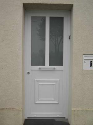 porte d'entrée très simple et soide en pvc