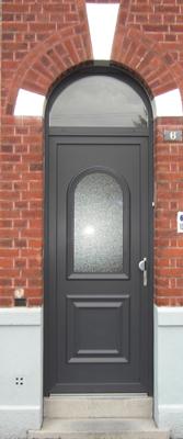 photo de porte classique grise