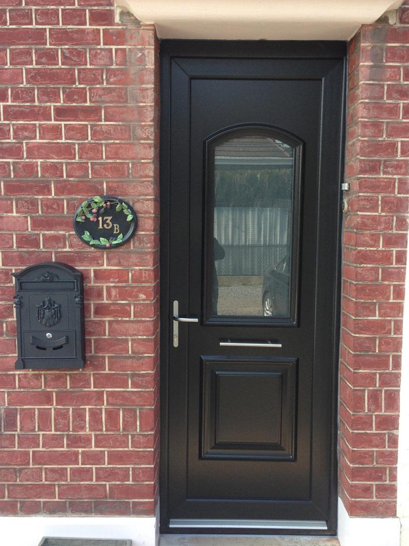 prise d'une photo de porte classique rénovée