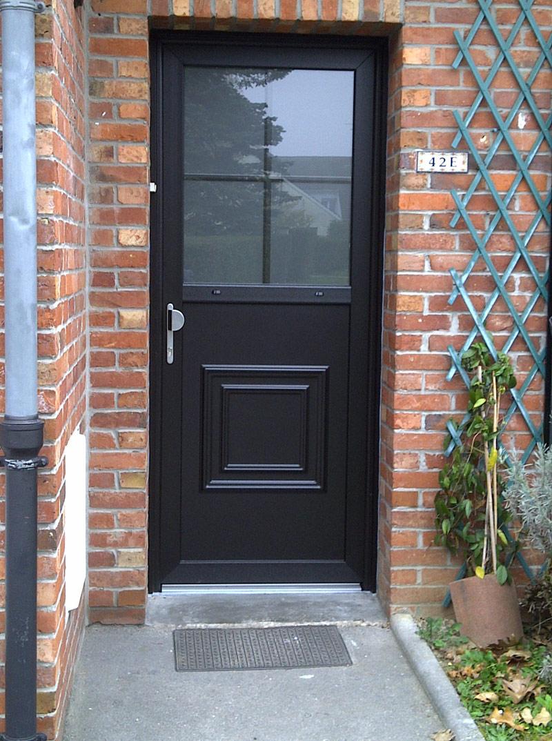 installation et pose de porte noire