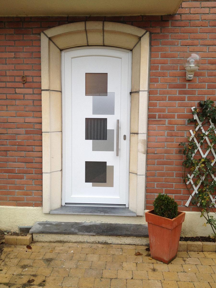porte moderne d'entree de maison