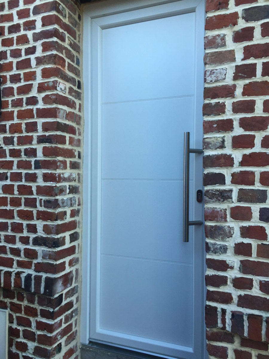 porte moderne d'entree pleine