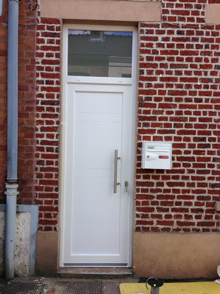 porte d'entree pleine et ouverture lumineuse haute