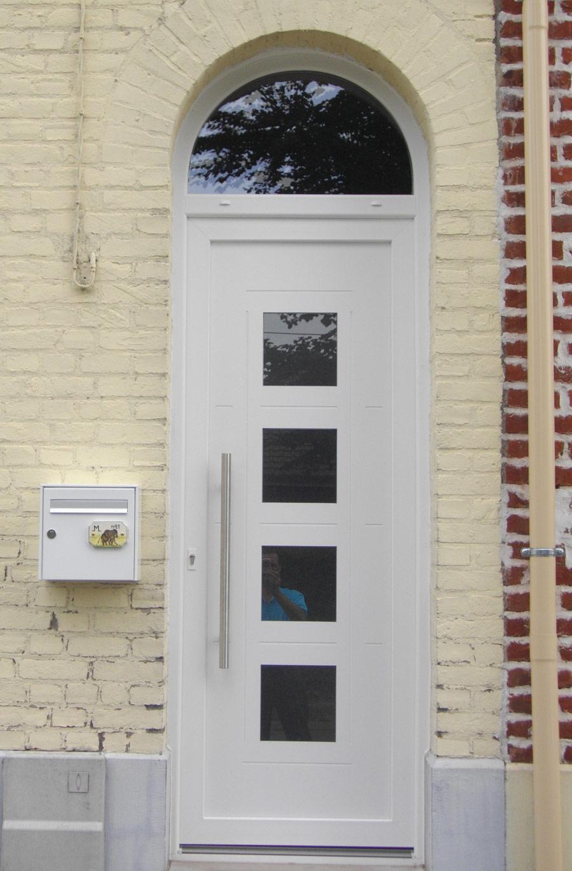 porte avec petites ouvertures