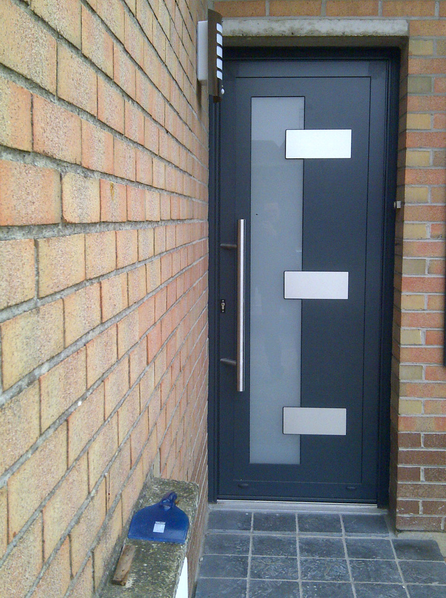 porte contemporaine pour l'entrée de maison