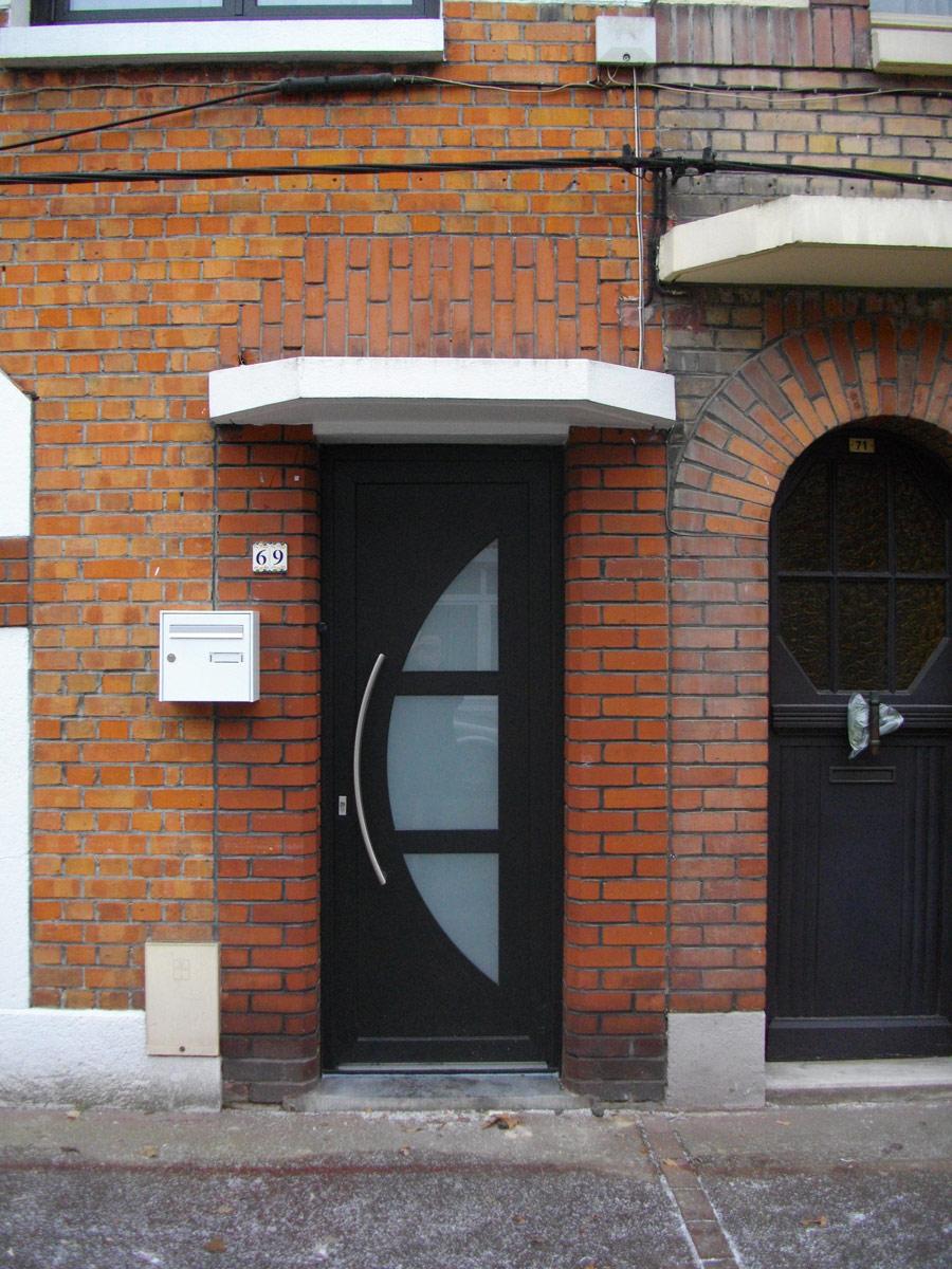 installation de porte contemporaine dans le nord