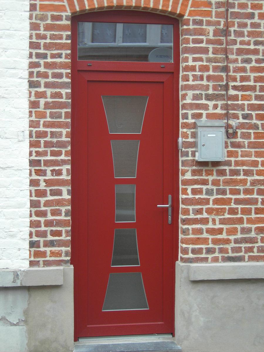 pose de porte rouge en pvc