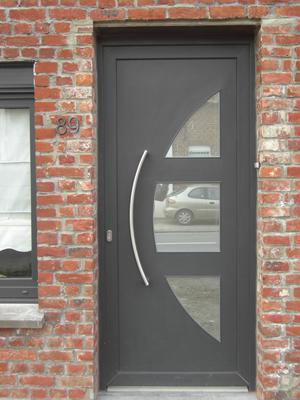 porte grise moderne en demi lune ouvert