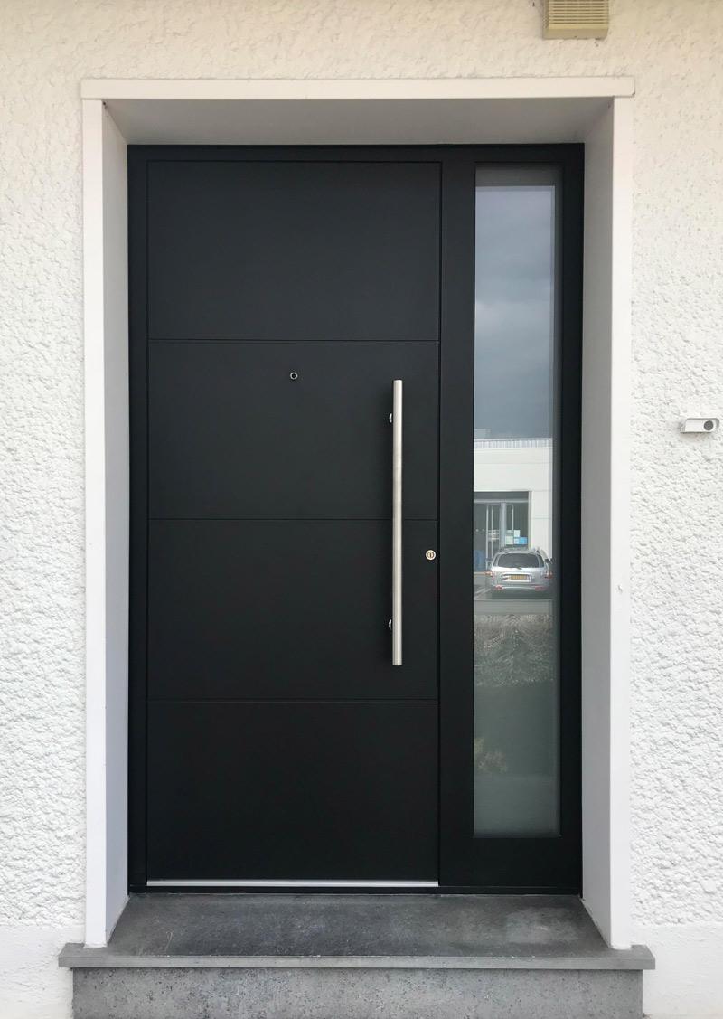 porte d'entrée et fentre verticale