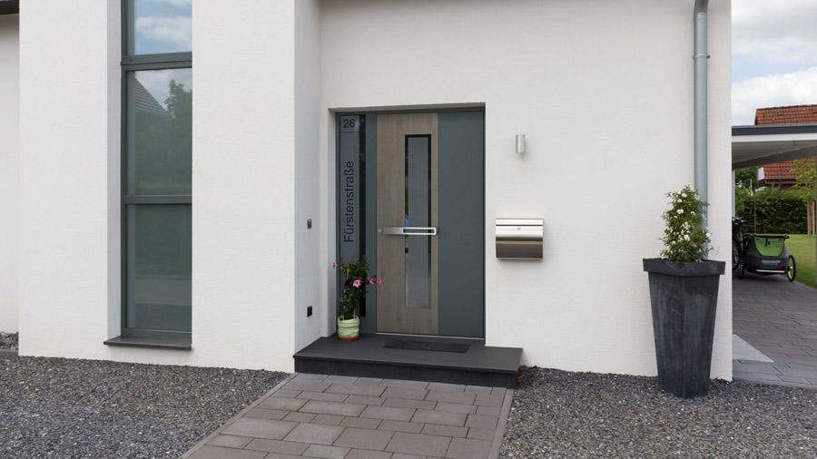 porte securisée d'une maison moderne