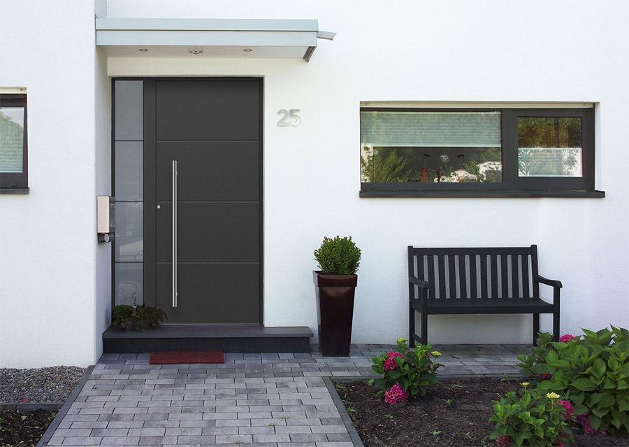 maison blanche et ouvertures couleur