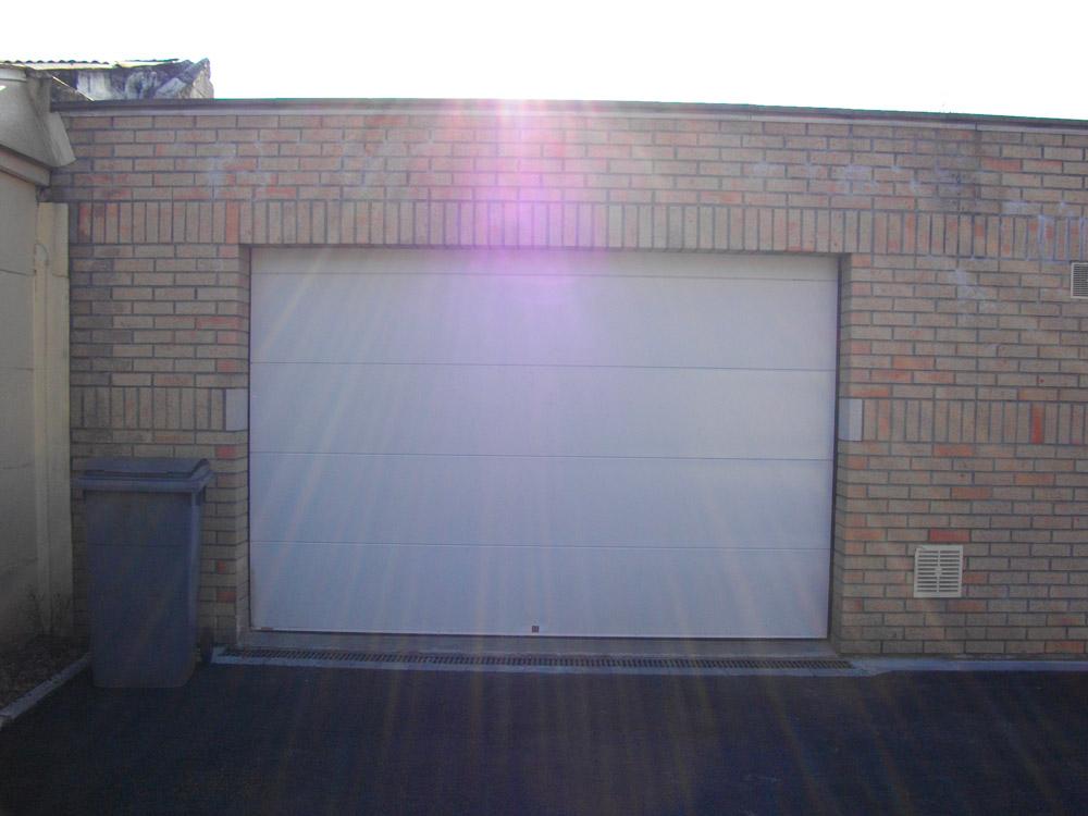 porte de garage sectionnable blanche