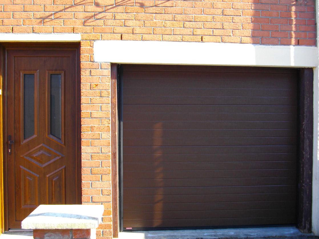 garage maron pvc et bois