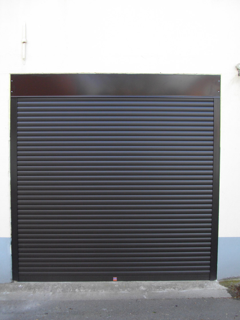 garage noir en pvc
