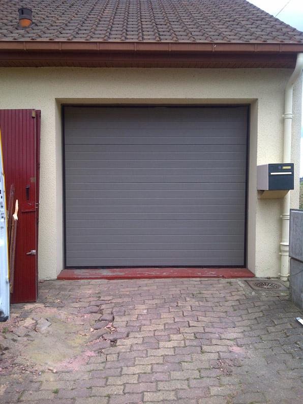 entree grise de garage en pvc
