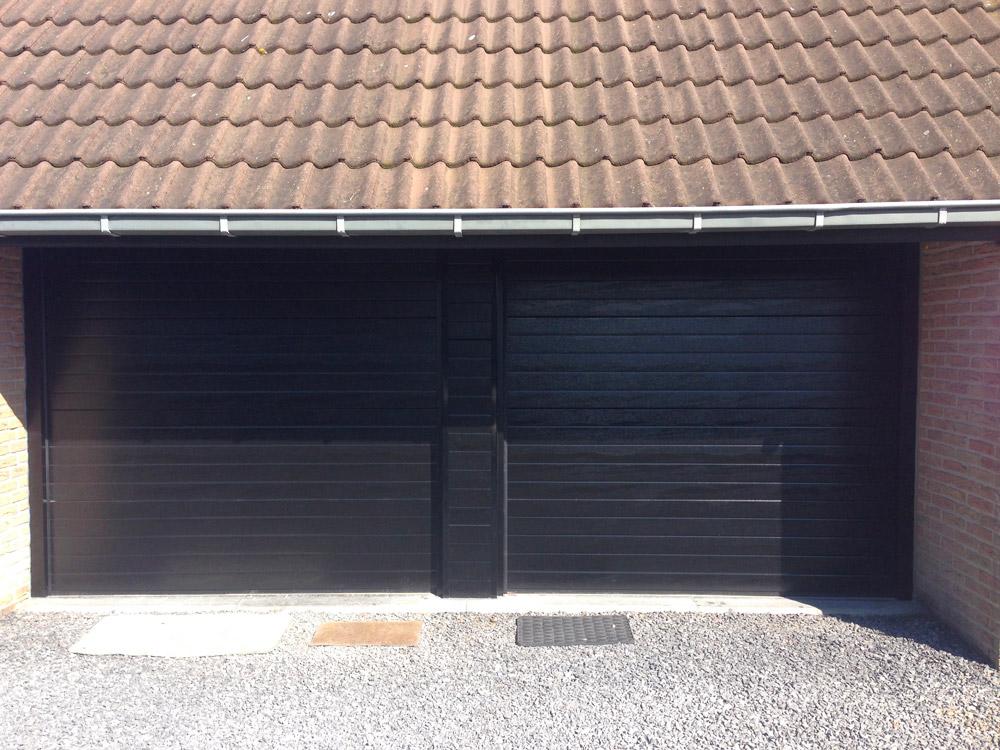 porte de garage sous toiture