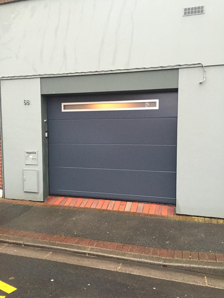 porte de garage avec vitre haute