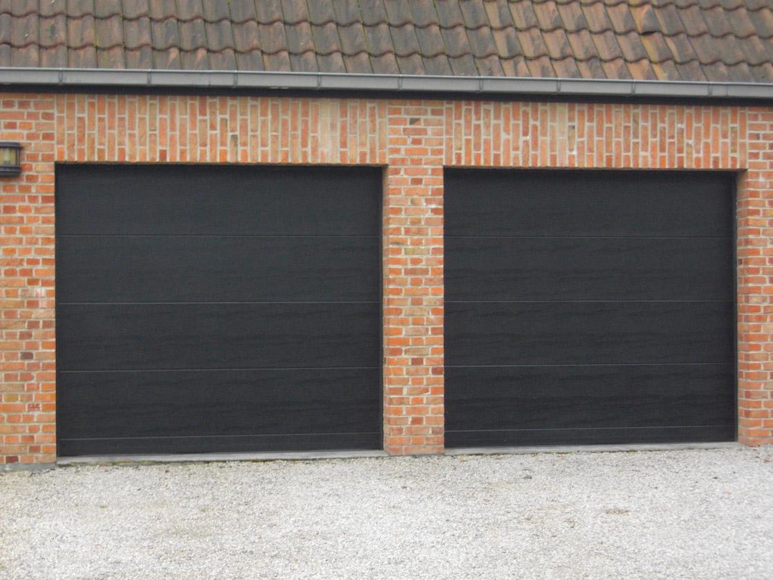 porte de garage noire