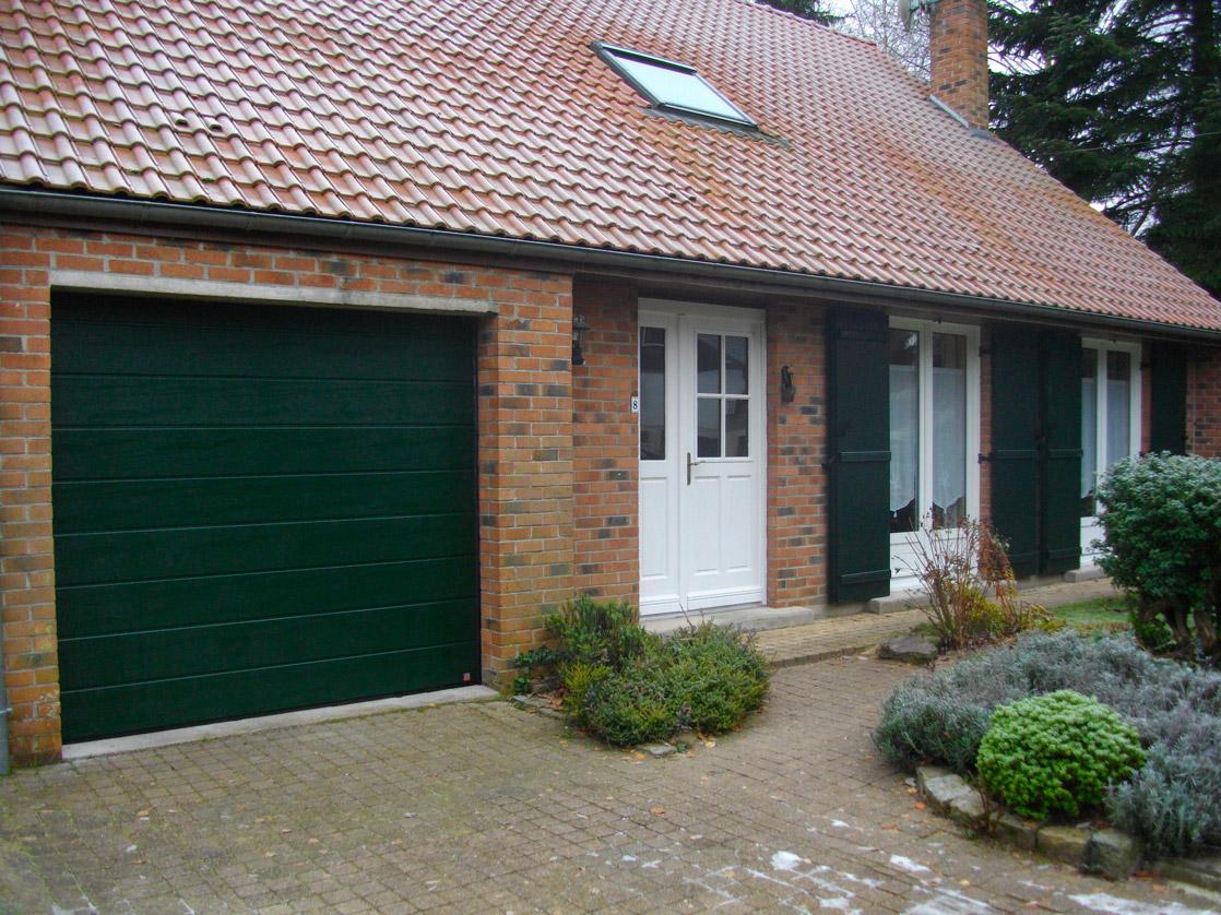 maison voletsverts et porte de garage