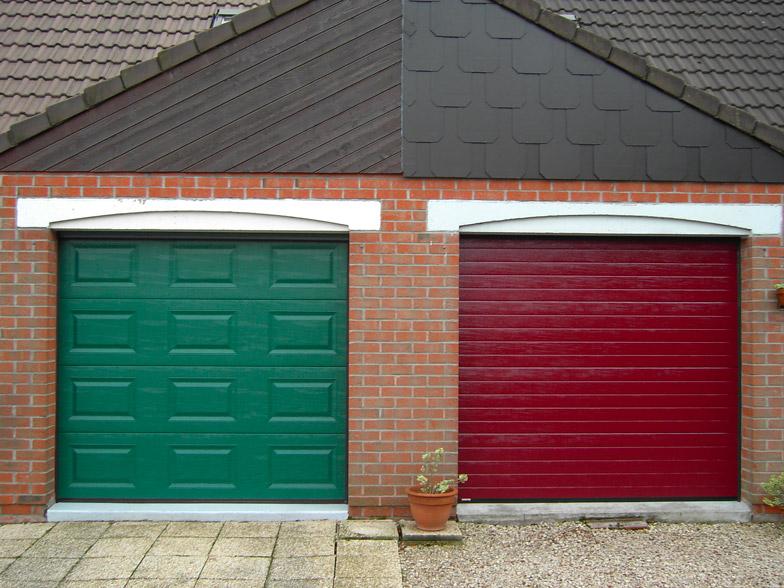 porte de garage verte et rouge