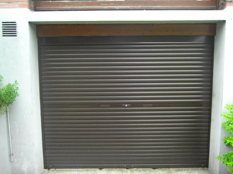 porte de garage maron clair