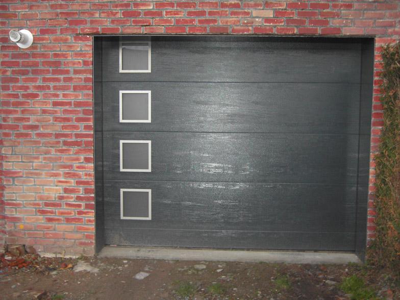 porte avec petites vitres integrées