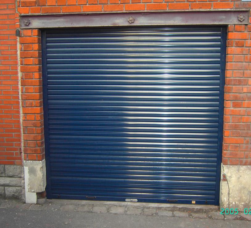porte bleue pour garage en ville (renforcée)
