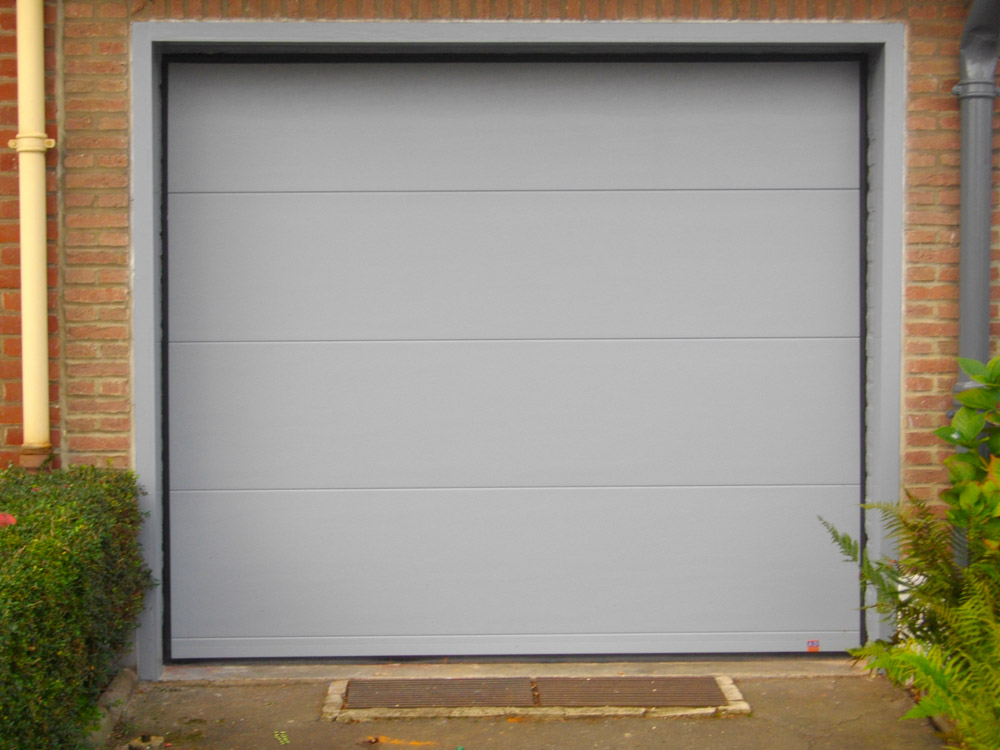 porte de garage sectionnable grise blanche