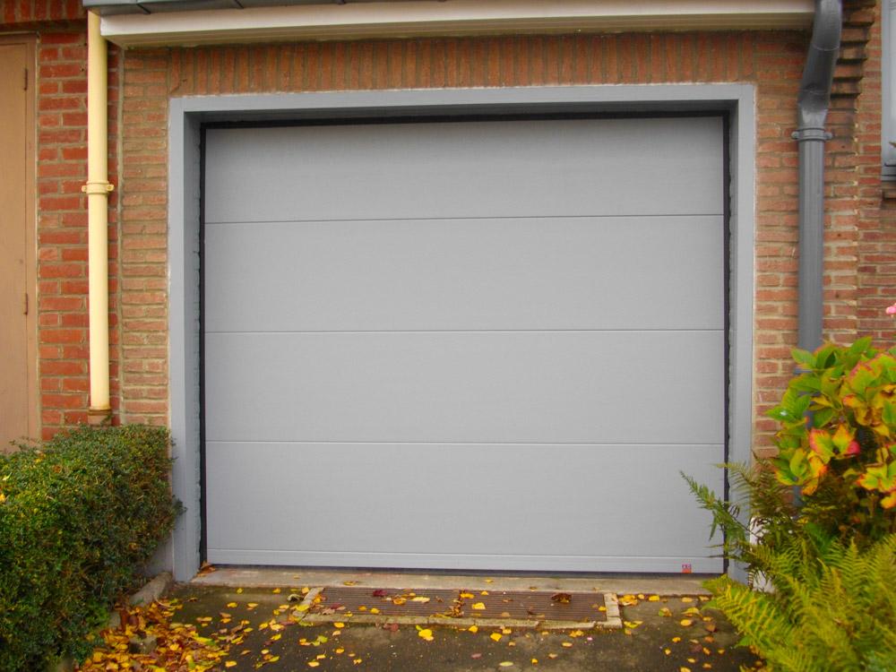 porte de garage à sectin gris blanc