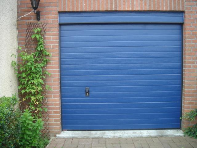 porte de garage bleu ciel