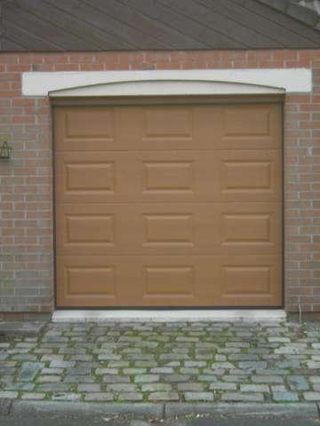 porte de garage beige