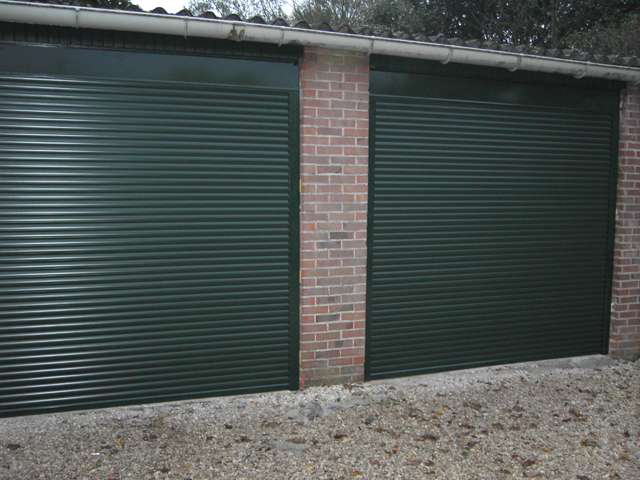 deux portes de garage jumelles