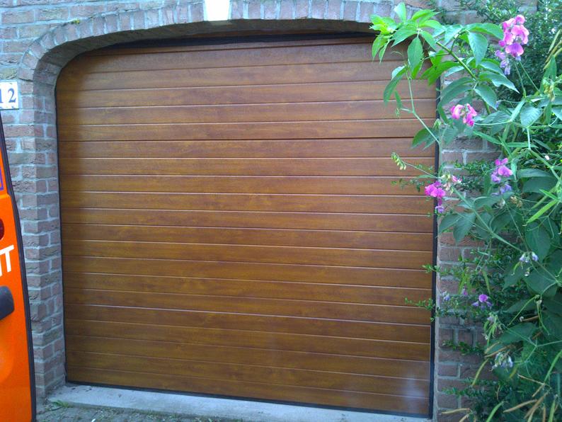 porte de garage maron pvc