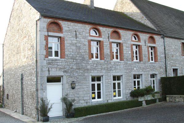 maison de charme en pierre et fenetres