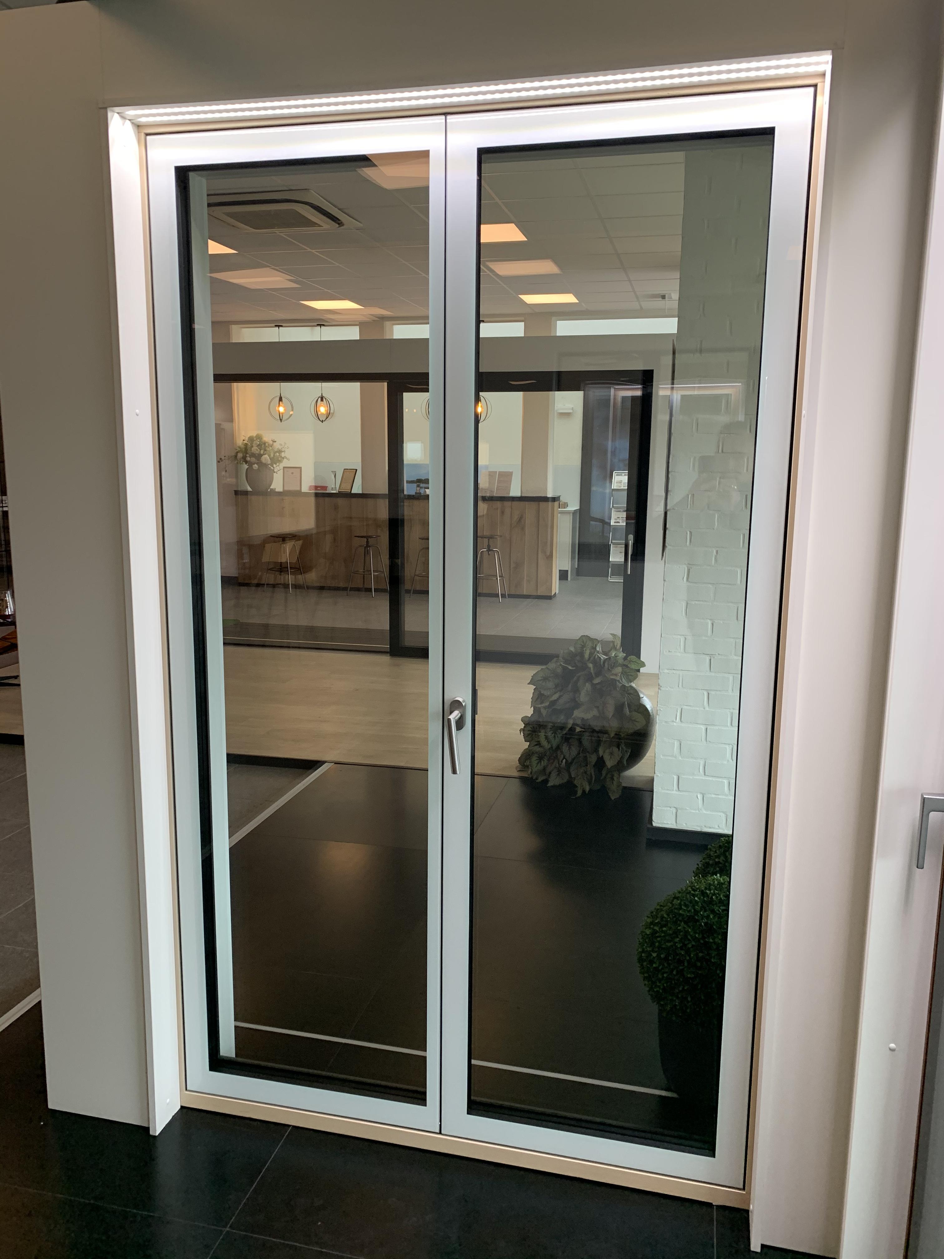 Porte vitrée blanche intérieure